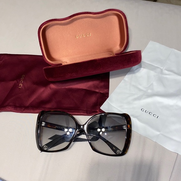 GUCCI oversized sunglasses with case